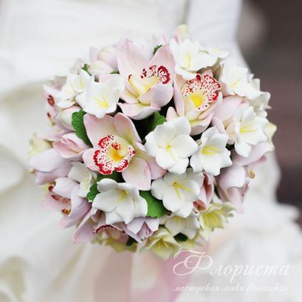 Авторы: Анастасия Долгова (орхидеи), Светлана Кузнецова (фрезии и сборка). Свадебный букет