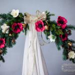 Новогодняя композиция с цветами