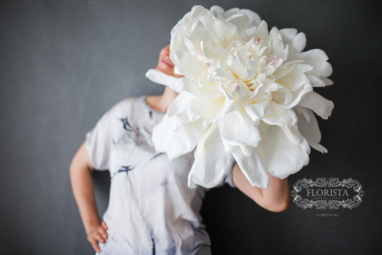 Гигантский цветок из фоамирана.