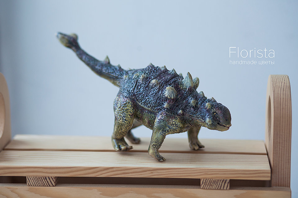 Динозавр в подарок